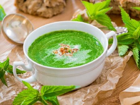 Крем супа от спанак и коприва с сос Бешамел - снимка на рецептата